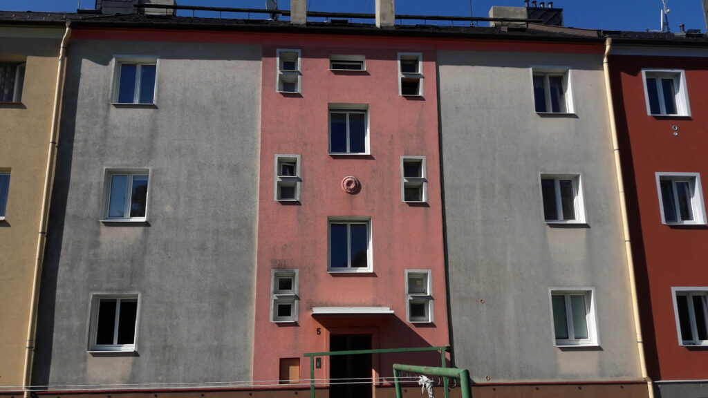 Stav fasády před opravou.